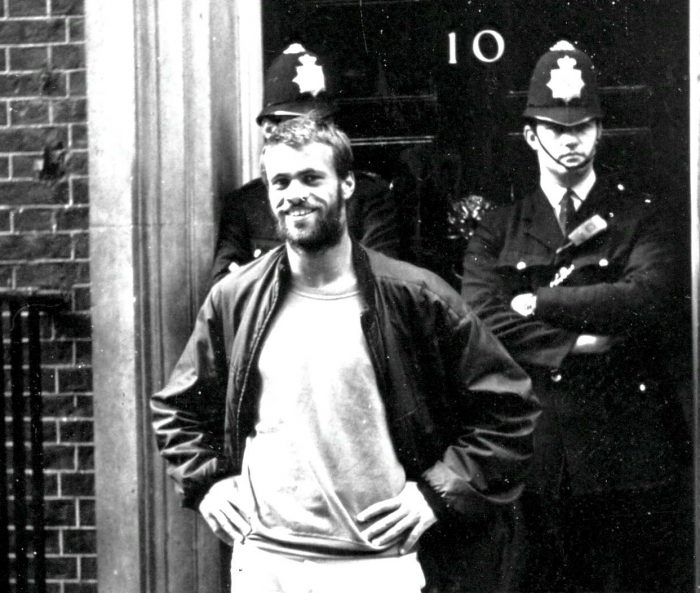 Vor der Downing Street 10
