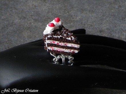 Bague gâteau forêt noire en fimo : Bague par jl-bijoux-creation