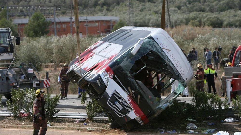 Enqu�te apr�s Accident Autocar - Accident de bus en Espagne: un manque d'attention du chauffeur pourrait �tre la cause.