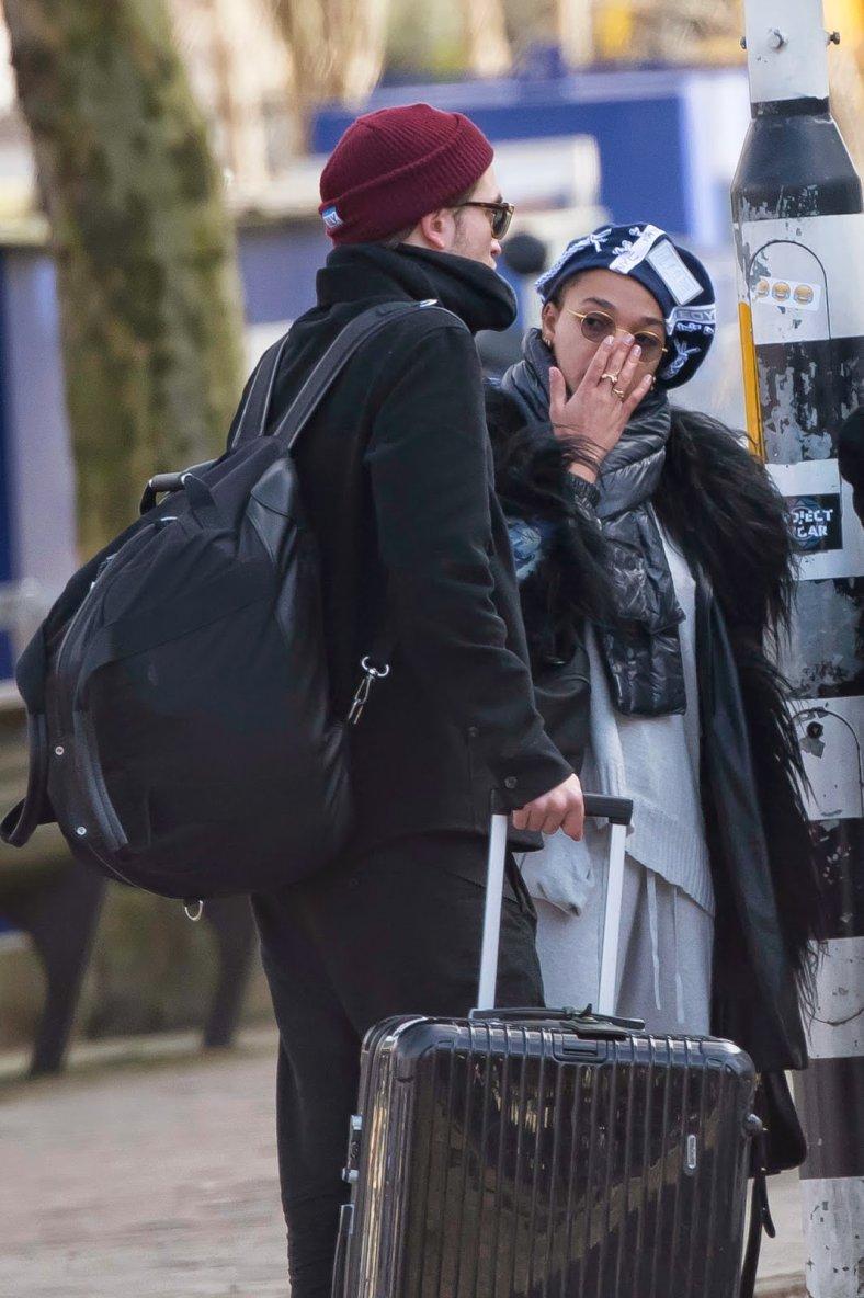 Rob et Fka Twigs affrontent le froid d'Amsterdam le 5 mars 2015.