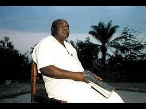 "Regardez ""IMAGE D'ARCHIVE: BOTALA NDENGE M'ZEE KABILA APESAKA HONNEUR NA BA ARTISTES MUSICIENS CONGOLAIS!!!"" sur YouTube"