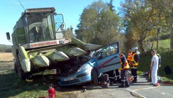 Articles de tracteuragricole2012 tagg s tracteur accident sortie de champ tracteur - Moissonneuse cars ...