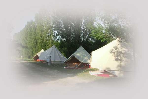 Accueil - Site officiel de l'entreprise Relais Indriens, spécialisée dans l'hébergements atypiques en tentes inuites