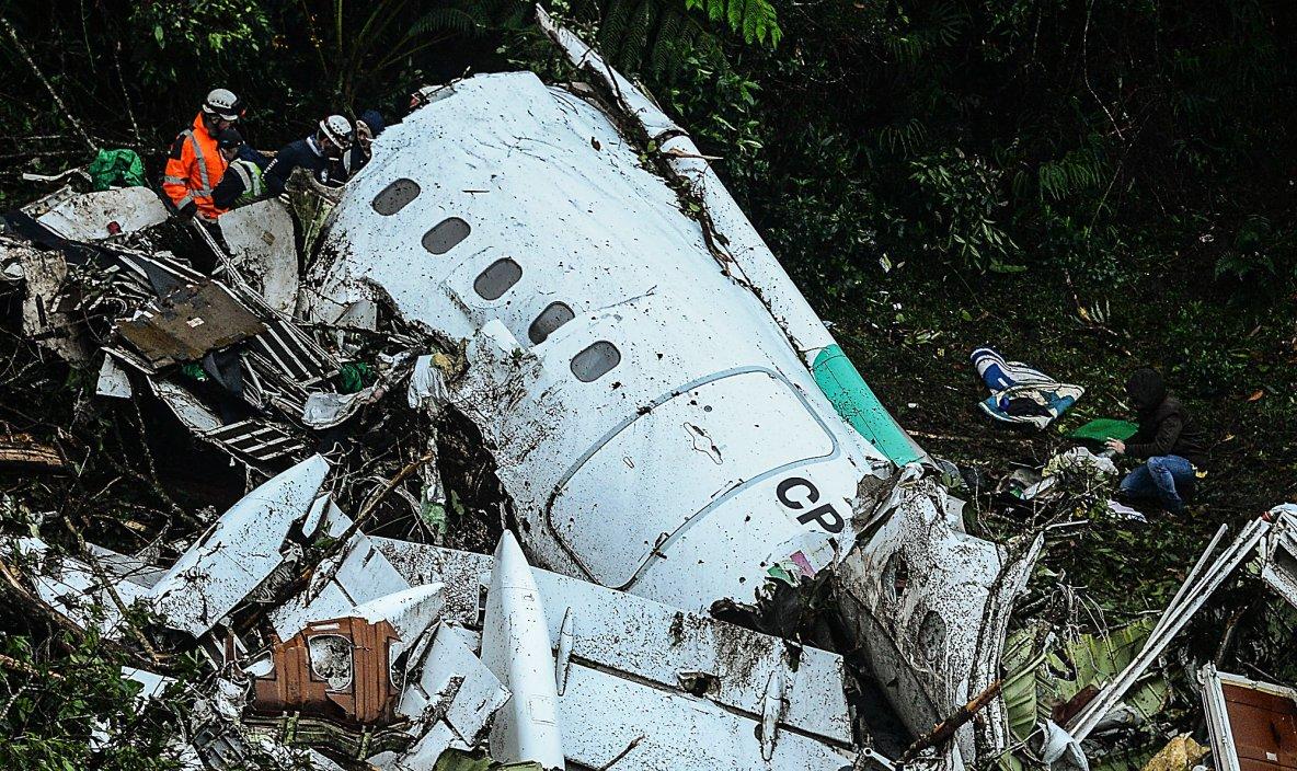 2016-11-28 - Accident d'Avion - Un avion qui transportait l'équipe brésilienne de football Chapecoense s'est écrasé lundi soir,  près de Medellin. Il y a 76 morts et six survivants.
