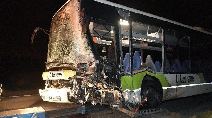 13-10-2016 - France - Nantes - Choc entre un bus et une voiture près de Nantes : 2 morts