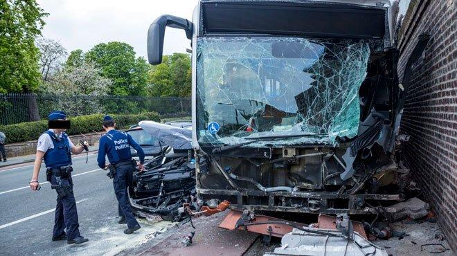 02-05-2016 - Laeken - Accident avec un bus de la STIB � Laeken: onze bless�s dont deux graves