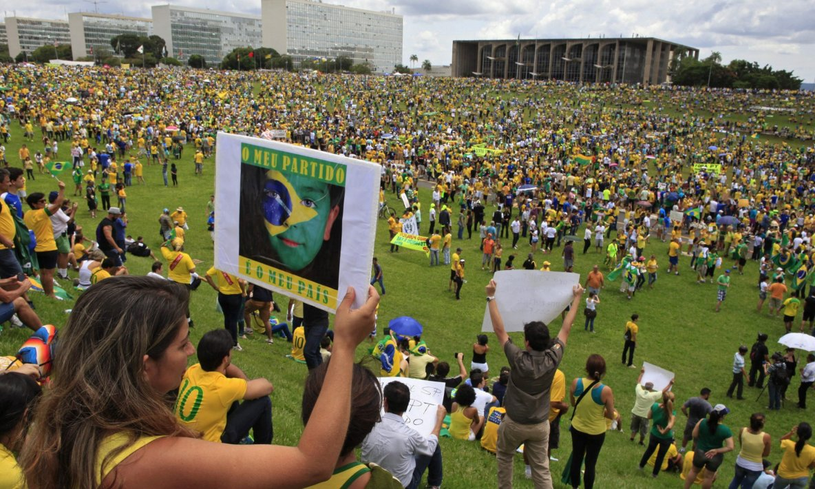 Brazil: hundreds of thousands of protesters call for Rousseff impeachment