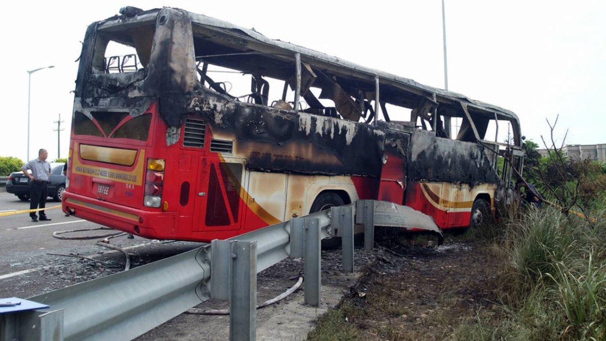 19-07-2016 - Ta�wan - 26 morts dans l'accident d'un bus touristique, 26 personnes sont mortes dans l'accident d'un autocar qui transportait des touristes chinois pr�s de la capitale ta�wanaise.
