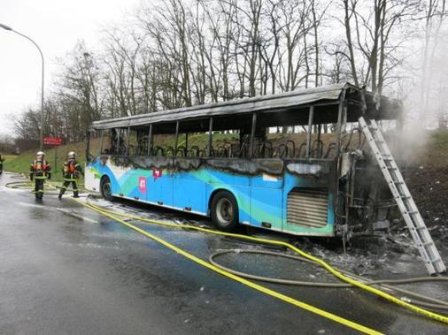 03-03-2015 - Loir-et-Cher - Blois - un autocar prend feu sur la voie rapide suite � un probl�me technique.