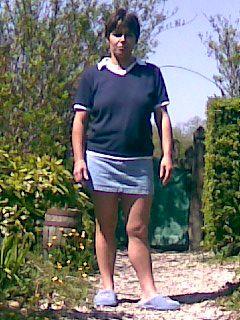 ma femme en mini jupe grandcoeur145. Black Bedroom Furniture Sets. Home Design Ideas