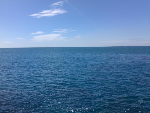 Voici l'immensité de la mer.