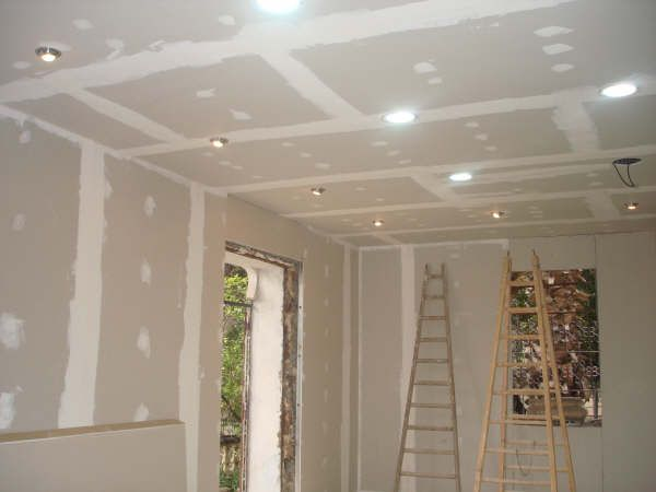 Faux plafonds rev tement et s paration en ba13 for Plafond placoplatre ba13
