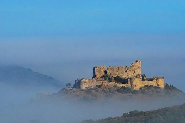 Peyrepertuse Occitanie (Un chateau dans le ciel...)