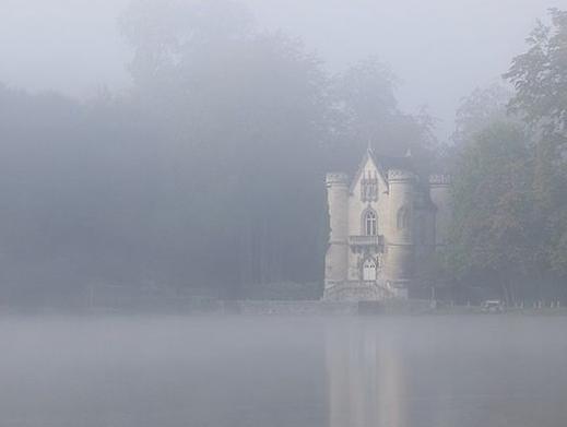 Le chateau de la reine blanche Les étangs de Commelles