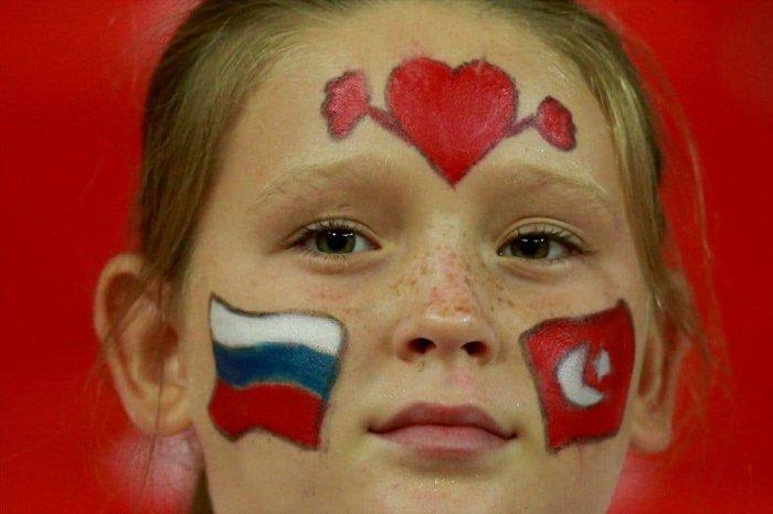 UNE PETiTE RUSSE avec le Drapeau RUSSE et TURC :)