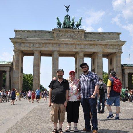 mon mari, moi et notre fils ainé à Berlin