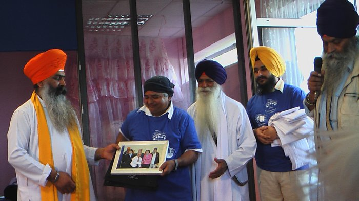 TAKING A MEMORY PICTURE FROM GURDIYAL SINGH KHALSA CAMP