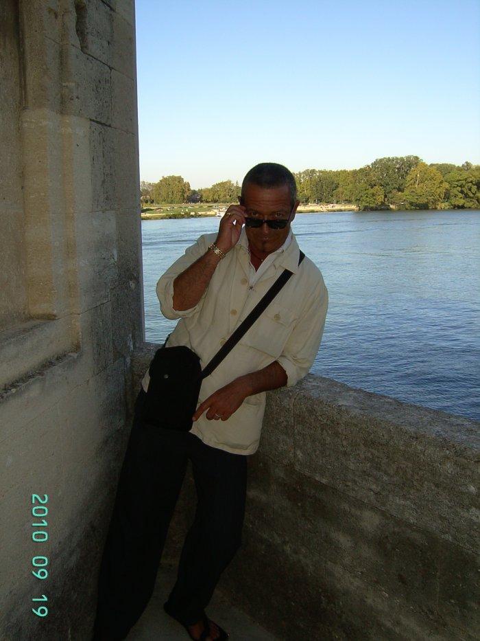 Moi aussi je suis sur le pont d'Avignon, mais je ne danse pa