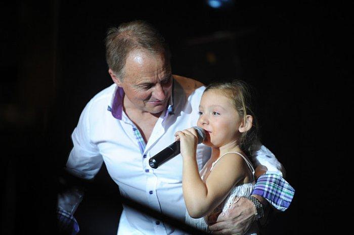 Paul et sa petite fille