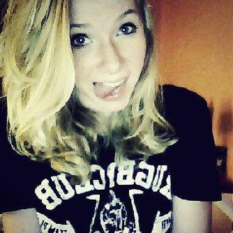 Je suis une vrai blonde.