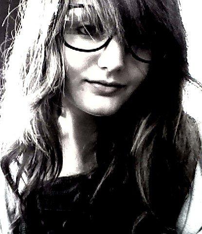 En mode frisée-lunettes. Vous me verrez jamais comme ça.