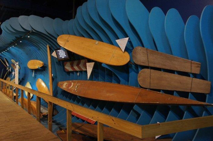 La plus ancienne planche de surf connue à ce jour a été