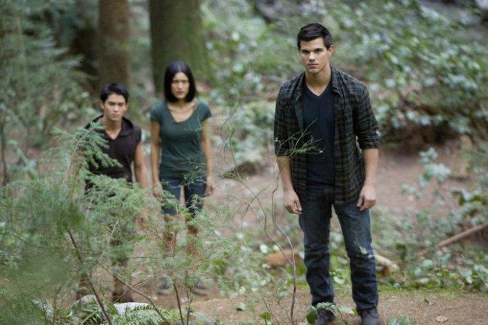 Jacob, Seth et Leah défendent la villa.