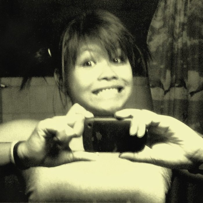 Saluuut, j'ai l'air d'une imbécile heureuse mais.. SALUT! :)