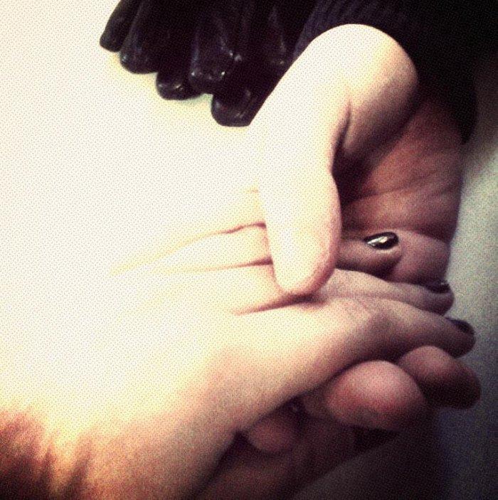 Ma main dans la tienne j'irais jusqu'au bout du monde.