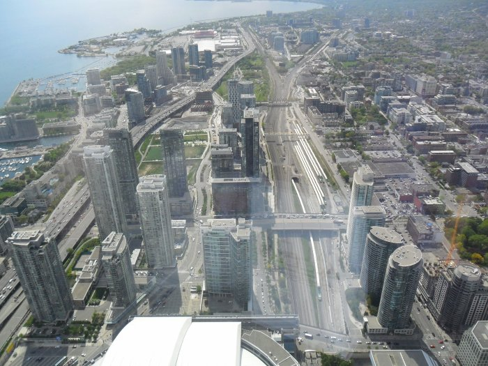Du haut de la tour du CN