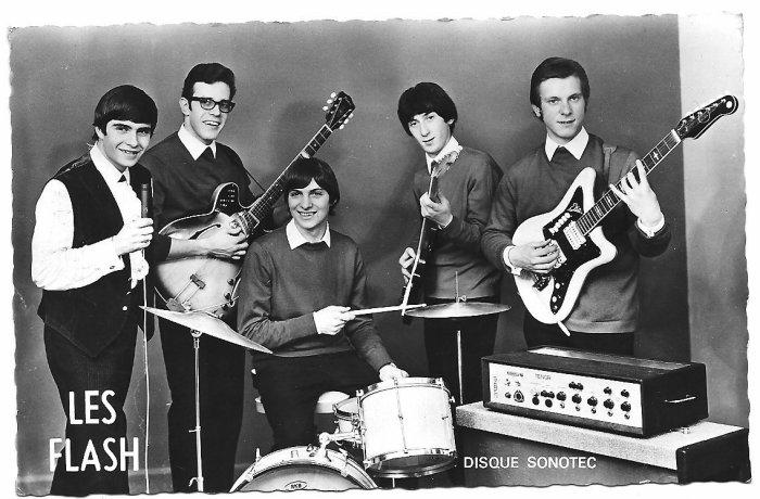 LES FLASH 1965 AVEC s.lewis  guitare blanche