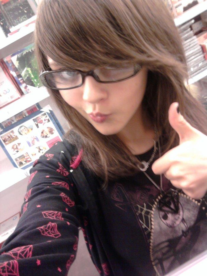 Avec des lunettes x)