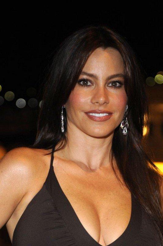 "Sofia Vergara, la brune sexy de "" Modern Family "", exhibe so"