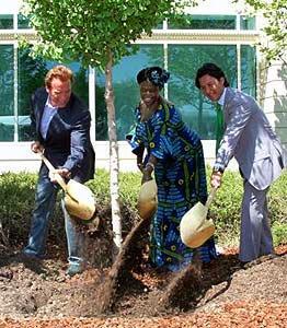 Wangari et Arnold Schwarzenegger à gauche(Terminator!)
