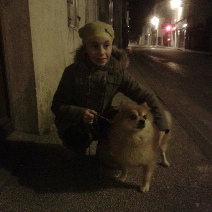 ma fille avec le chien du grand pére
