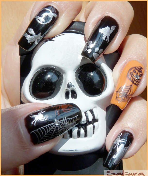 Main de Samira Halloween avec Skull ^^