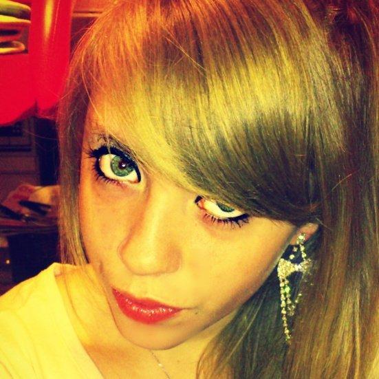 Regarde moi dans le yeux et dit moi que tu m'aime