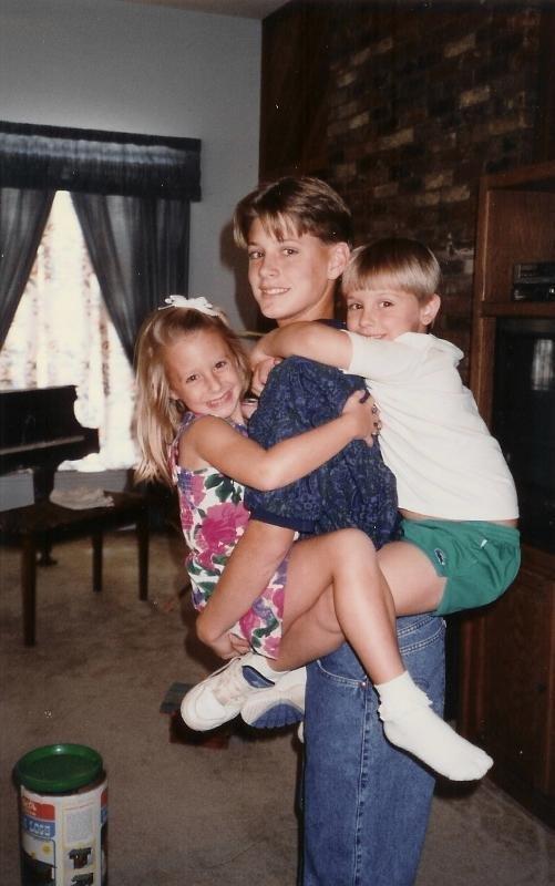 Jensen en compagnie de son petit frère et sa petite soeur
