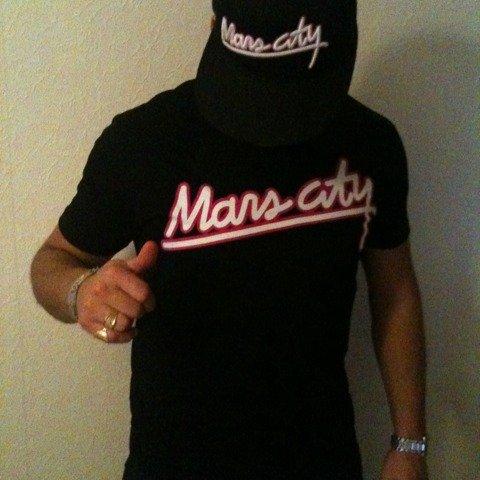 """Tshirt et Casquette """"Mars City"""" a retrouver sur Sapofficiel.com"""