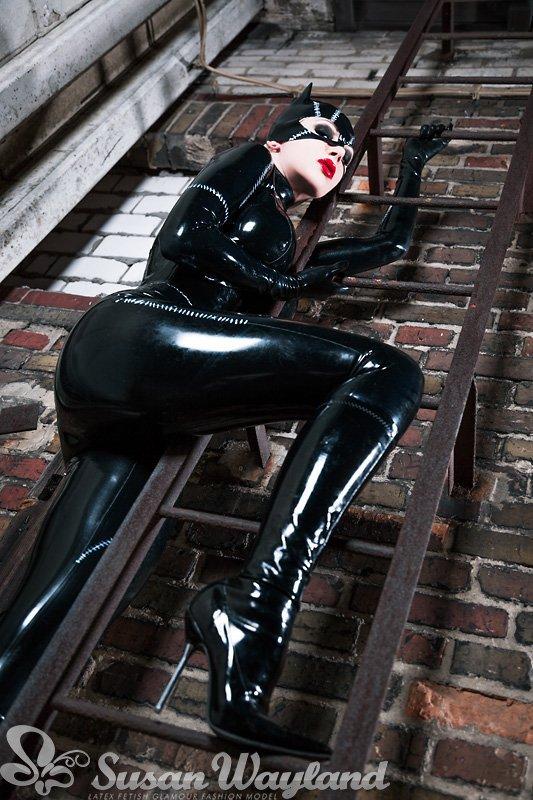 Catwoman, revenez hanter nos nuits de latex !