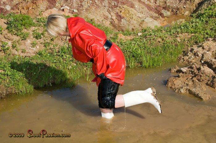 j'l'savais, des bottes blanches dans la boue, no good !