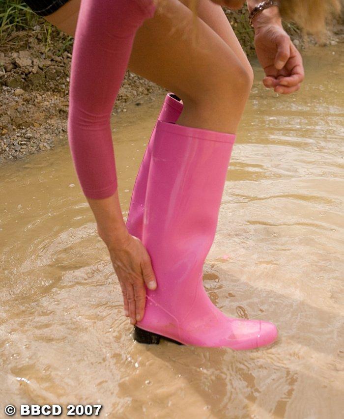 Laver vos bottes à l'eau sale, c'est pas une sinécure !