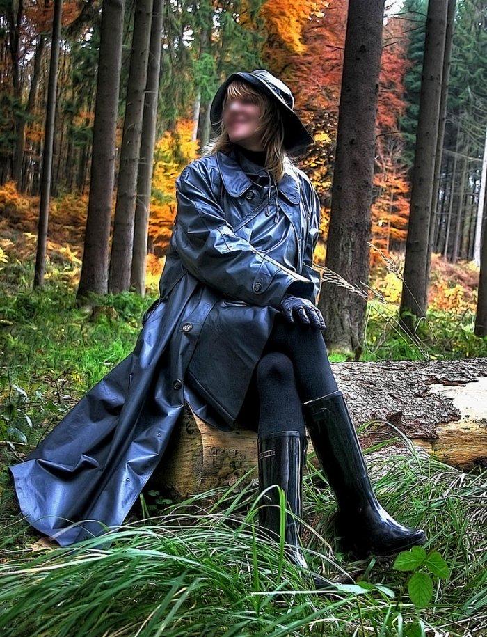La forêt, ses odeurs sa quiétude et ses femmes bottées