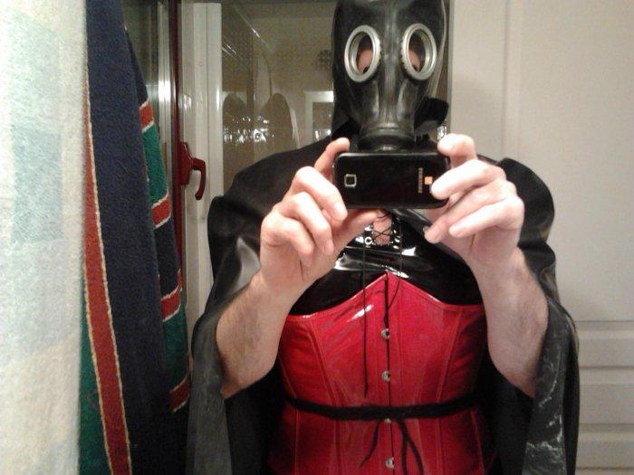 Houp là ! le téléphone est intégré au masque ?