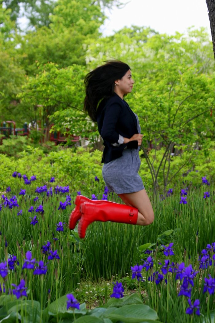 le saut de l'ange aux bottes rouge vif