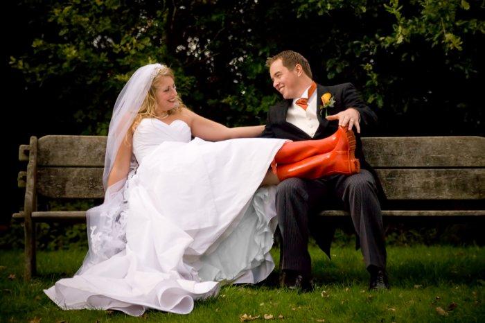 Touche pas à mes bottes, t'es pas encore mon mari !