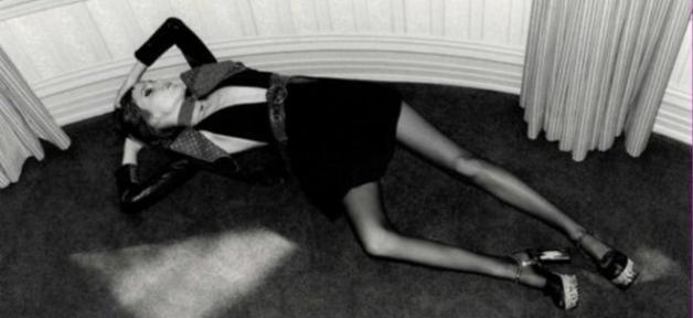 Publicité Yves Saint Laurent dans le Elle en grande bretagne