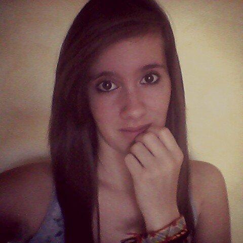 On me dit de sourire, alors arrêtez de me faire pleurer #Léa