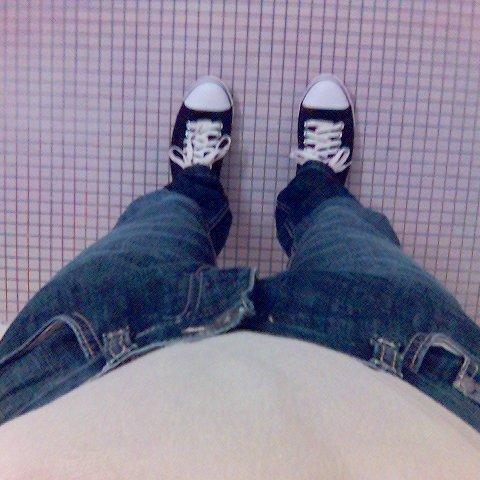 jeans étroit, t-shirt et baskets: ready for wetlook party !!