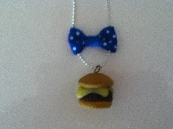 Collier cheezburger - 7euro